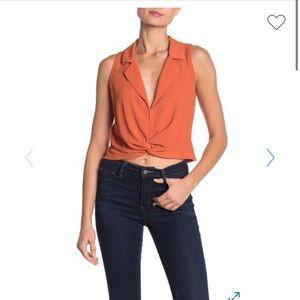 NWT Lush sleeveless twist front shirt sz M